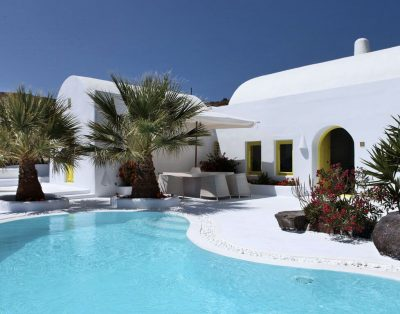 Newly renovated villa in Santorini